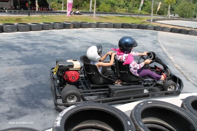 """Weehoo! My first go-kart experience. IY kata """"mama bawak slow laa..kenapa tak laju macam ayah?"""""""