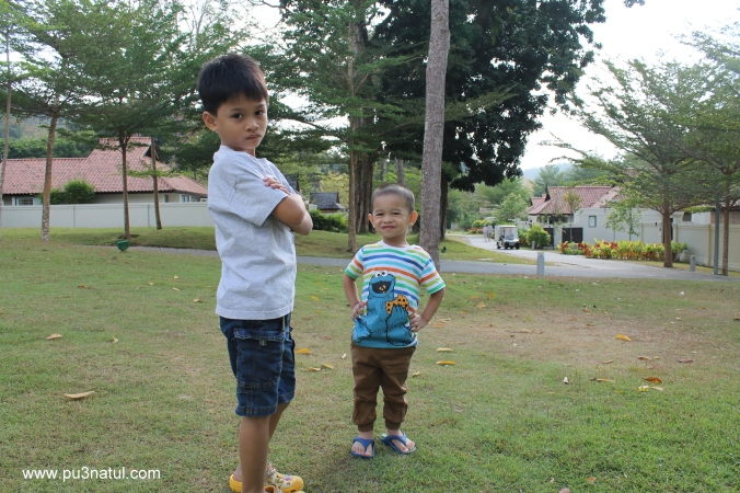 One of my favourites. Although bukan main susah nak dapatkan a decent shots these days with these two!