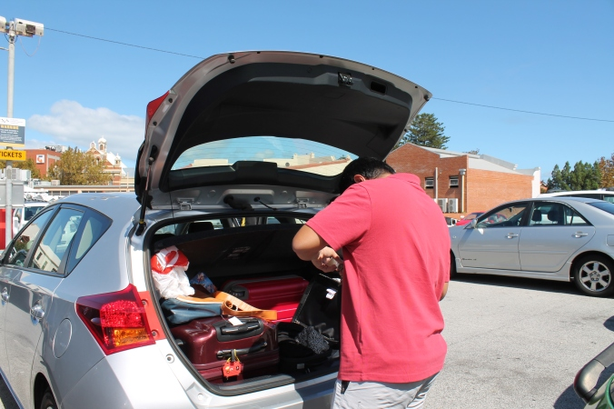 Hubby packing out last loot from Target. Beg beranak satu yang kecik je and satu hand carry. Ahaks!